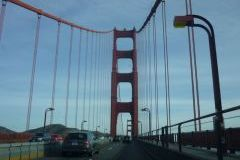 We rijden over de Golden Gate brug.